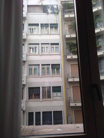 NH Collection Milano President : NH President の部屋からのながめ。建物に面した側の部屋。