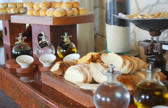 Gran Porto Resort and Spa: Freshly baked breads