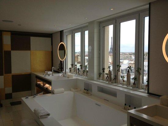 salle de bain de la suite royale - Picture of Mandarin Oriental ...