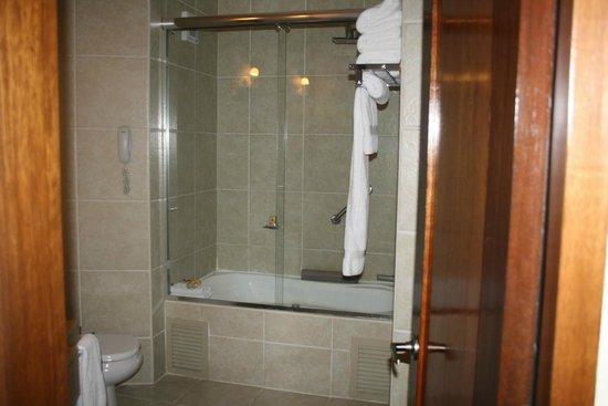 SUMAQ Machu Picchu Hotel: Shower/tub