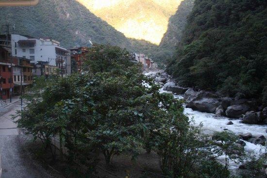 SUMAQ Machu Picchu Hotel: Looking up town.