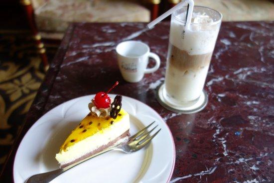 Hotel Majestic Saigon: アフタヌーンティーも雰囲気あり