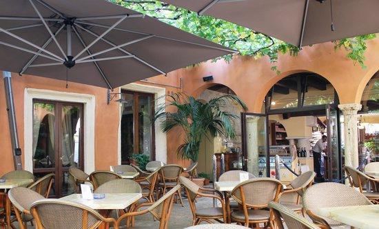 Bar Caffetteria Al Duomo: der toll beschattete wunderbar kühle Innenhof vom Al Doumo