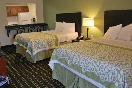 Days Inn Jasper: Two Queen Beds Room