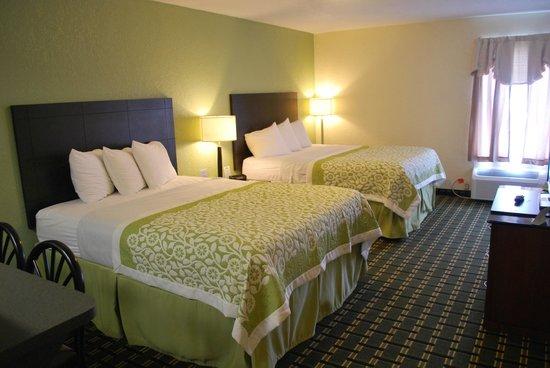 Days Inn Jasper: Two Queen Beds