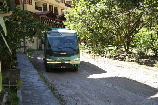 SUMAQ Machu Picchu Hotel: The bus arriving to take us to Machu Picchu for the day.