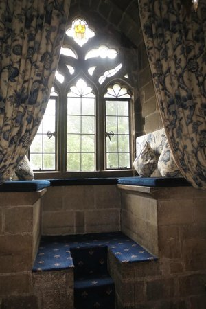 Langley Castle Hotel: The wall nook in the DeLucy room.