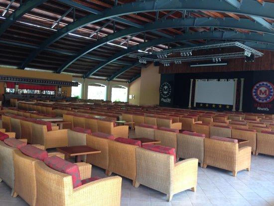 Majestic Elegance Punta Cana: Teatro pra cinema e Shows
