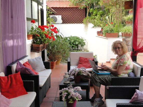 Hotel Villa Fiorita: Outdoor Seating Area - bring your wine with you