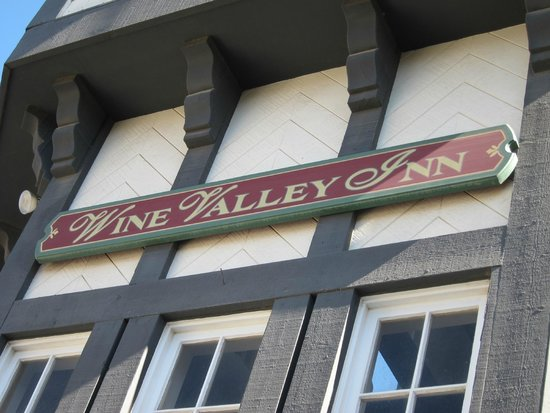 Wine Valley Inn & Cottages: Outside
