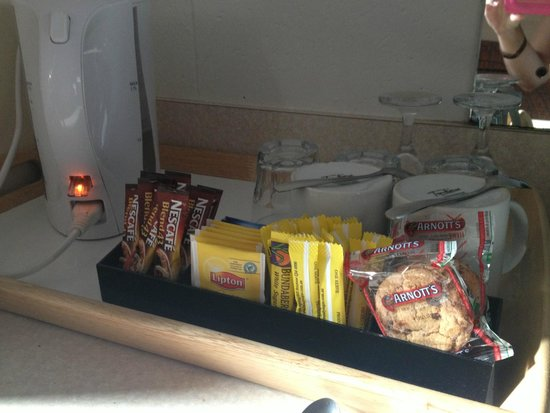 Econo Lodge Rusty's: Tea / coffee goodies