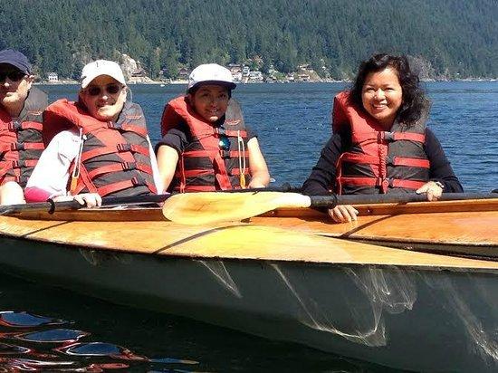 Lotus Land Tours: Overlooking westcoast inter islands on kayak.