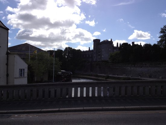 Kilkenny River Court hotel, with castle as backdrop