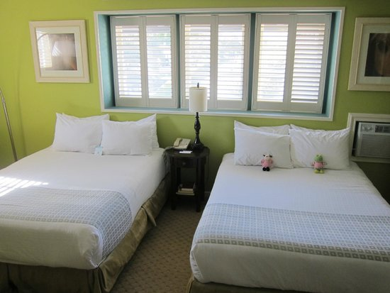Wine Valley Inn & Cottages: Village Queen Room 205 (Family Room)