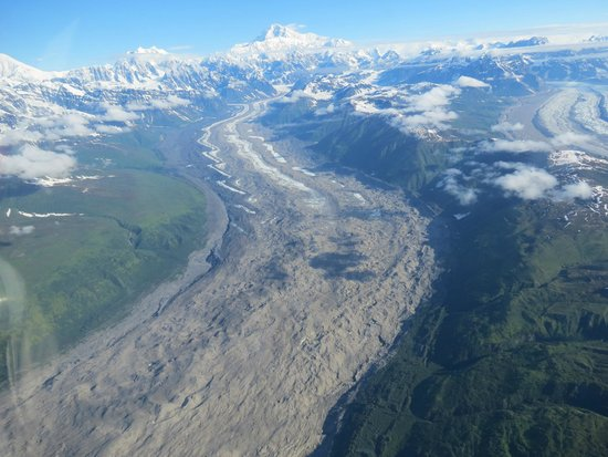 Talkeetna Air Taxi : A River of Ice and Gravel