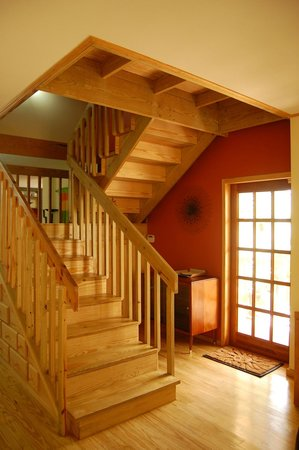 Willard's Bed and Breakfast: stairway to suites on upper level