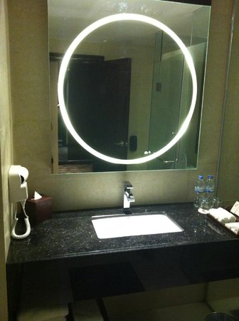 Swiss-Belhotel Harbour Bay: nice bathroom
