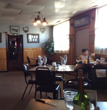 Frontier Bar and Supper Club : Inside the di ing room of the restaurant.