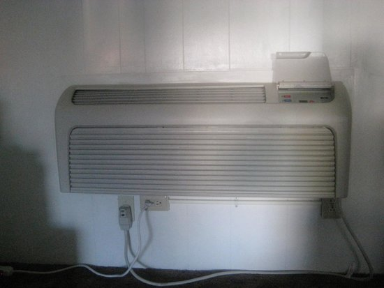 Rim Rock Motel: Air Conditioner!!