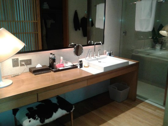 Maduzi Hotel: Bathroom
