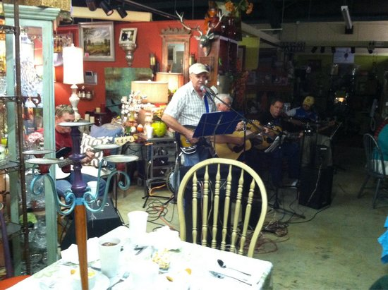 Sweet Tea and Biscuits Cafe: The Monday Night Pickers