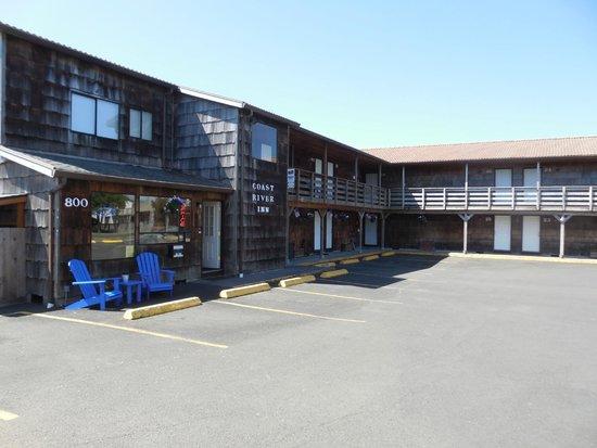 Coast River Inn: exterior