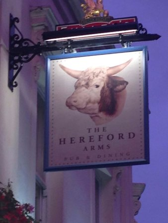 The Hereford Arms: Insegna