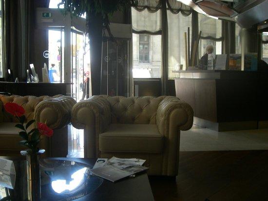 Hotel Colonial Barcelona: Холл отеля