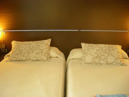 Hotel Colonial Barcelona: Кровати