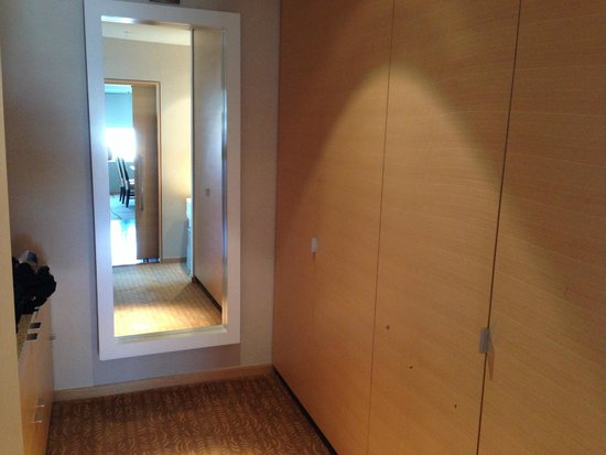 The Ritz-Carlton, Los Angeles: Closet