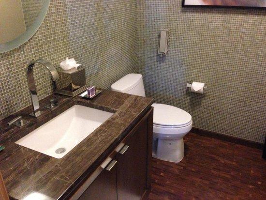 The Ritz-Carlton, Los Angeles: Bathroom