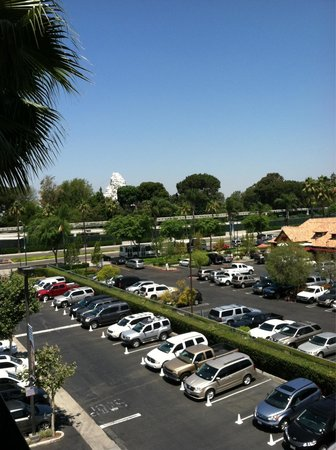 Fairfield Inn Anaheim Resort: Room 542:  The view out the door. Mimi's Cafe is the on the right. Matterhorn ride is in the dis