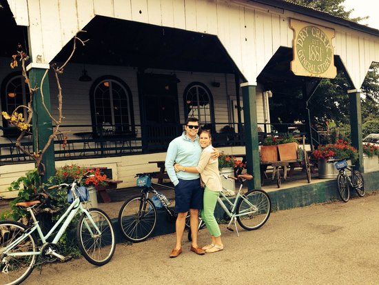 Getaway Adventures/Sonoma On A Bike : Parking at the general store