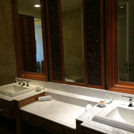 The Danna Langkawi, Malaysia: Bathroom