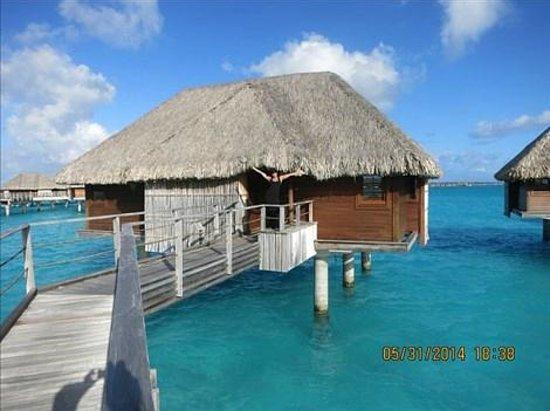 Four Seasons Resort Bora Bora: our bungalow!