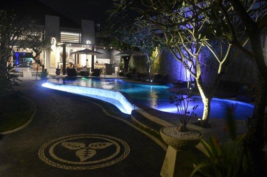 Daluman Villas: Public pool
