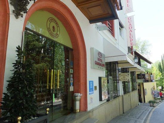 Guadalupe Hotel: 外観 昼