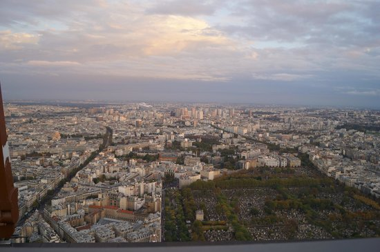 Observatoire Panoramique de la Tour Montparnasse : Cemiterio e redondezas