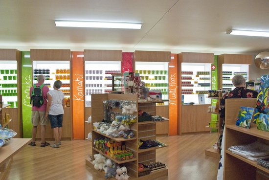 Arataki Honey Visitor Centre: Gift Shop