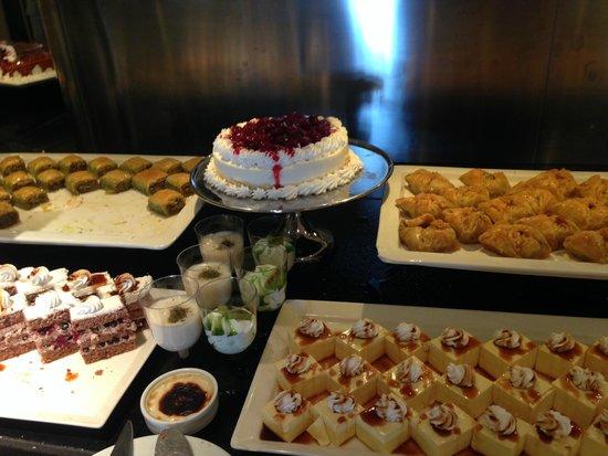Hilton Bodrum Turkbuku Resort & Spa: A very big variety of food