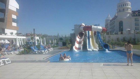 Terrace Elite Resort : Rutschen & Kinderpool