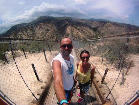 Wild Canyon Adventures: puente colgante