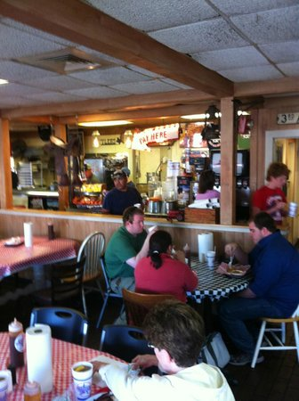 Tyler's Barbecue: Inside, busy and clean.