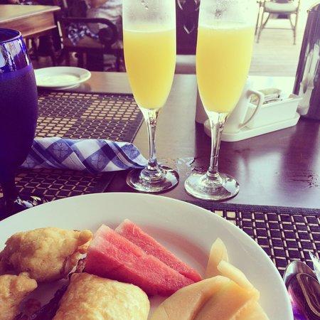 Sandals Negril Beach Resort & Spa: Mimosas at breakfast