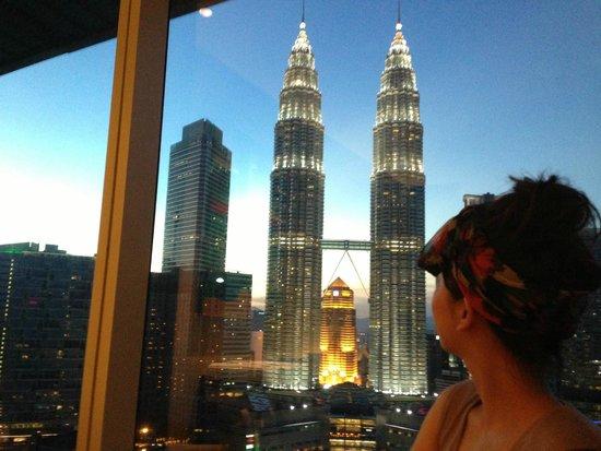 Traders Hotel, Kuala Lumpur: 部屋から見える夜景