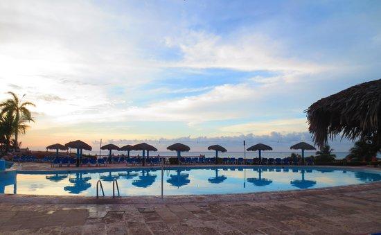 Sol Rio de Luna y Mares : Pool on Mares side