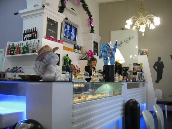 Affittacamere Lunamar: Inside cafe