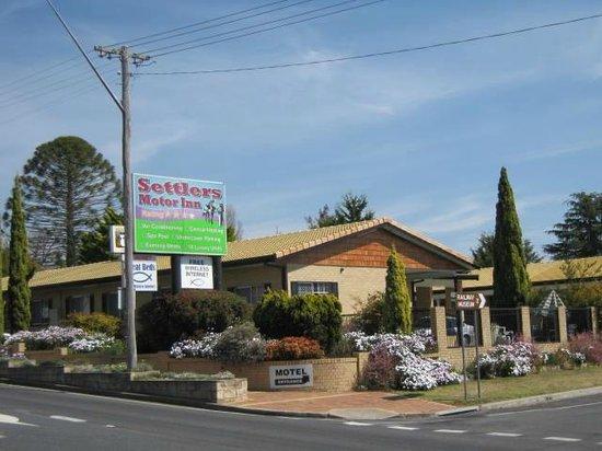 Settlers Motor Inn