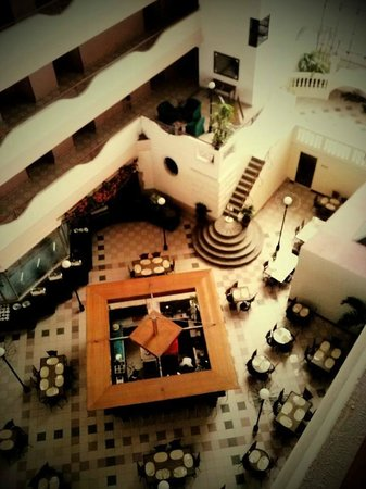 Atrium Hotel Manila: ห้องอาหาร มองจากระเบียงห้องพัก