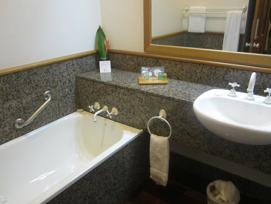 Thala Beach Nature Reserve : Eucalypt Bungalow bathroom